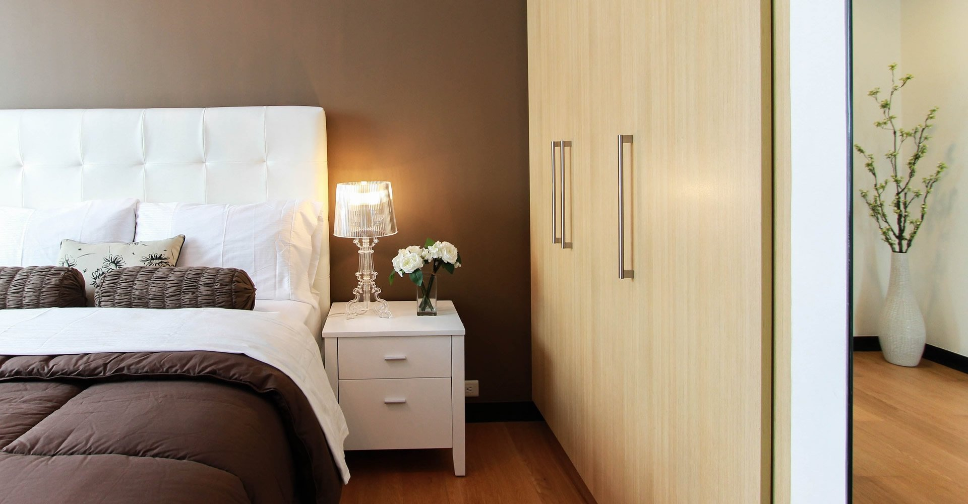 Hinges for bedroom cabinet